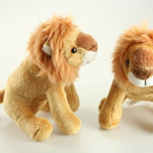 Plyš lev