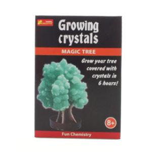 Rostoucí krystaly zelený strom